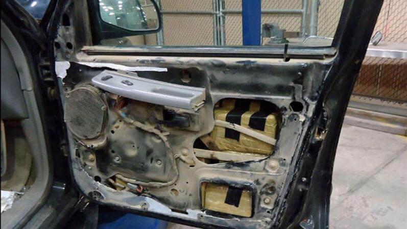 Droga escondia en el chasis de un vehículo