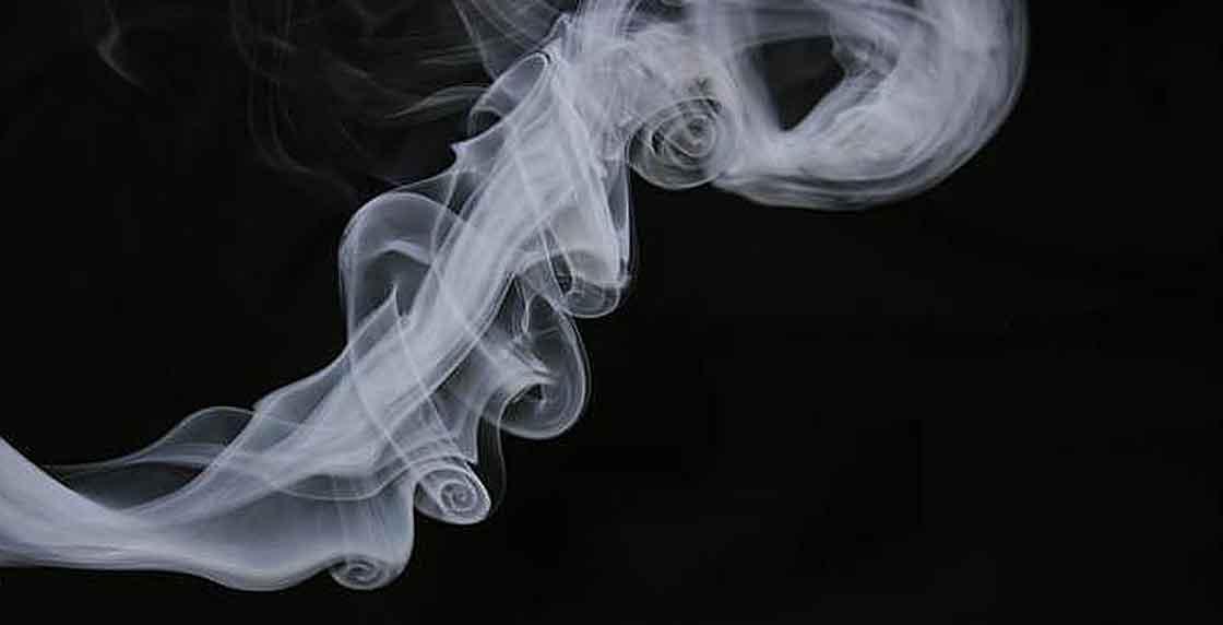 3 trucos para no oler a marihuana en público