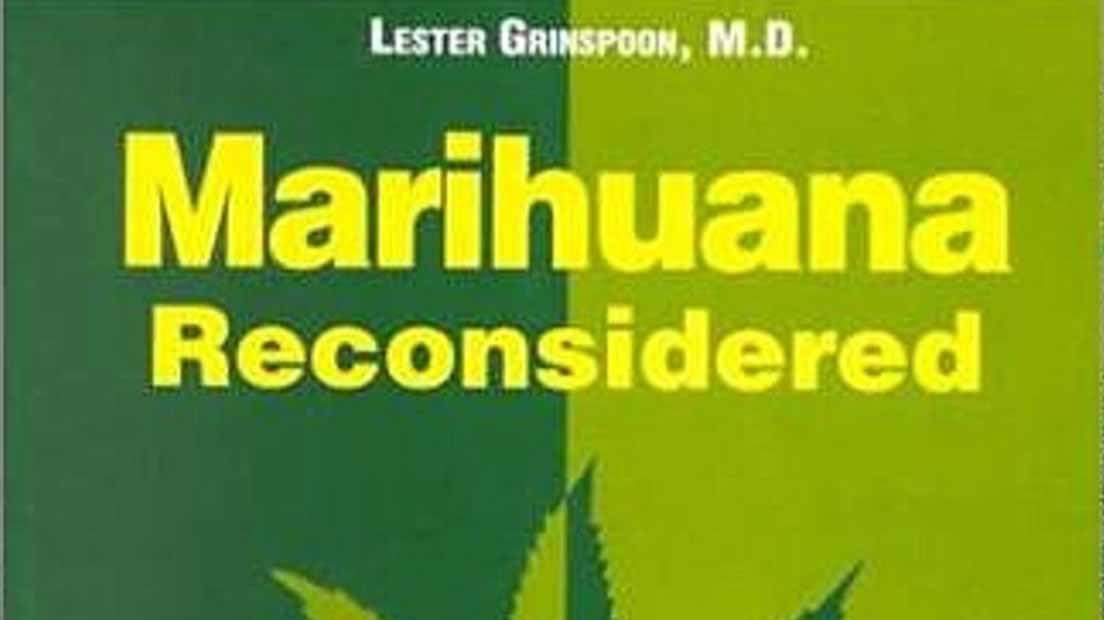 Las lecturas de textos relacionados con el Cannabis ayuda a mejorar el conocimiento de la planta.